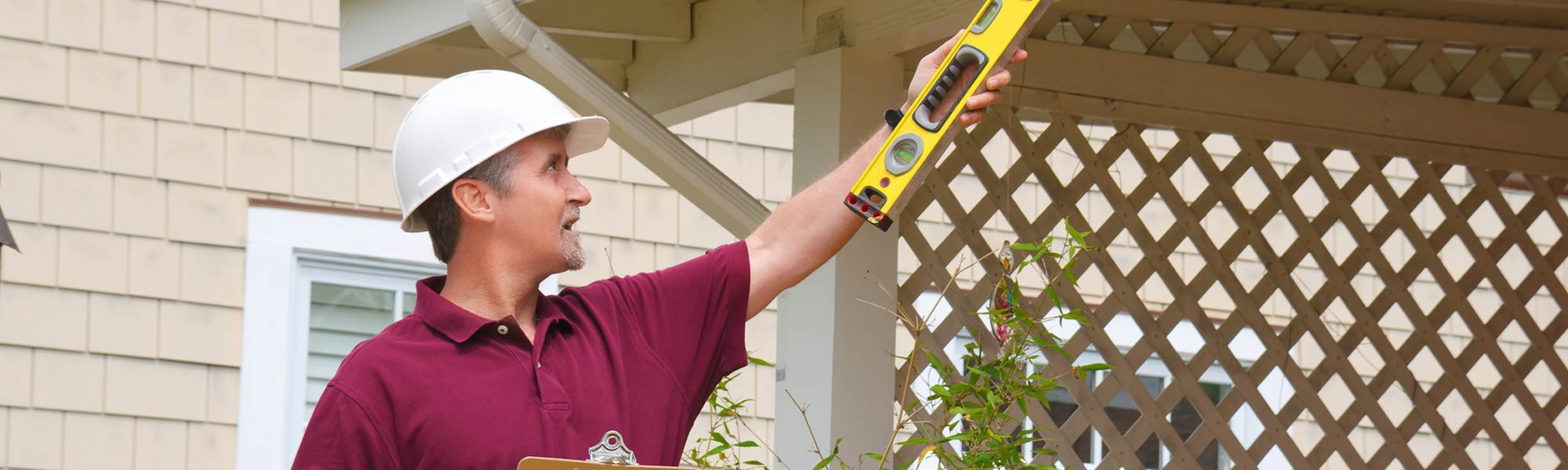 residential home inspector with level